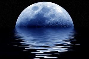Måne og vann